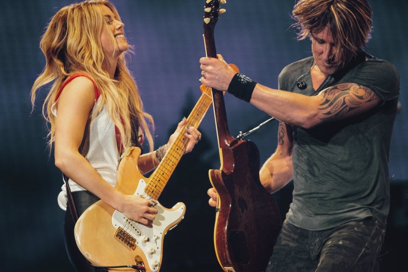 Keith Urban and Lindsay Ell performing in Edmonton