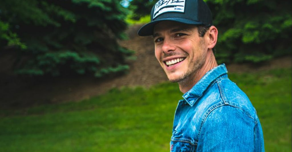 Granger smith performing at Boots & Hearts